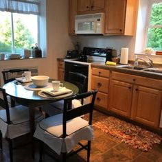Downtown Cottage by Hiawatha's Vacation Homes is a charming two-bedroom rental with modern amenities and a view of Lake Superior. Enjoy city parks, farmer's market and cafes, all within walking distance!