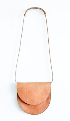 Sara Barner Ruby Bag in a natural tan leather. Simple half moon shape with shoulder support detail and thin strap My Bags, Purses And Bags, Duffle, Leather Craft, Leather Bags, Tan Leather, Leather Roll, Leather Crossbody, Crossbody Bag
