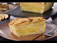 Never imagined a cake as magical and spectacular as this invisible apple cake will be impossible to resist, with a touch of cinnamon gives a harmony of irresistible flavor. German Desserts, Kinds Of Desserts, Pan Dulce, Apple Cake, Let Them Eat Cake, Summer Recipes, Granola, Popsicles, Fudge