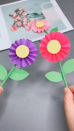Art And Craft Flowers, Paper Flowers For Kids, Art Flowers, Flower Crafts Kids, Diy Crafts For Gifts, Paper Crafts For Kids, Diy Paper, Instruções Origami, Paper Flower Tutorial