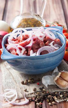 Apesar de ser muito consumido no Brasil, você sabia que que a origem do Strogonoff é, na verdade, Russa? Confira a receita desse tradicional prato!