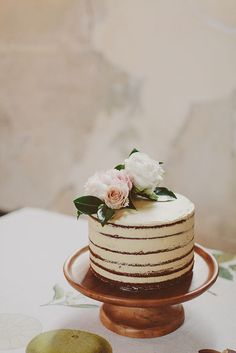 simple, elegant wedding cake