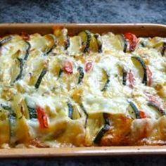 Zucchiniauflauf mit Tomaten, Kartoffeln und Käse