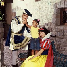 Disneyland Park, Fantasyland - Snow White & Prince With A Little Girl, Disneyland Paris