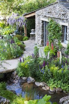 🌟Tante S!fr@ loves this pin🌟Yorkshire Garden designed by former Askham Bryan College student wins gold at Chelsea Flower Show Gold For Welcome To Yorkshire Chelsea Garden. English Cottage Garden with pool. 33 Stunning Cottage Style Garden Ideas To C Welcome To Yorkshire, Chelsea Garden, Cottage Garden Design, English Garden Design, Cottage Front Garden, Small English Garden, English Flower Garden, Cottage Garden Borders, Garden Pond Design