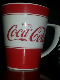 Enjoy Coca Cola mug Coca Cola Decor, Coca Cola Ad, Always Coca Cola, Pepsi, Coca Cola History, World Of Coca Cola, Best Soda, Coca Cola Kitchen, Mugs