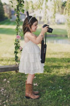 Cute flower girl in boots! Photography: http://rebeccaamberphotography.com/