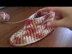 Chevron Crochet, Love Crochet, Knitting Socks, Baby Knitting, Crochet Stitches, Crochet Patterns, Crochet Boots, Knitted Slippers, Doll Tutorial