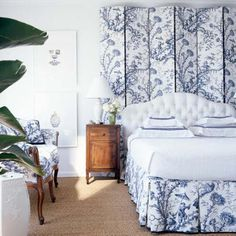 Blue Chinoiserie toile fabric brings Asian inspiration to the Florida bedroom above designed by T. Keller Donovan, photographed for Southern Accents by Pieter Estersohn Blue Rooms, White Rooms, Blue Bedroom, Bedroom Decor, Bedroom Ideas, Asian Inspired Bedroom, Florida Blue, Beautiful Bedrooms, Beautiful Interiors