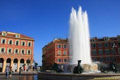 La fontaine de la place Massena - Nice (06)