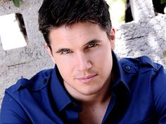 """This is RobbieAmell. A Canadian actor most recently seen on """"The Tomorrow People"""" & """"The Flash"""". He's our hunk-a-licious! Vote @ Talkalicious.com"""