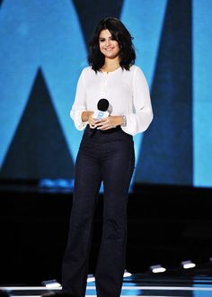 """04. 30: Selena attending """"We Day Illinois"""" at the Allstate Arena in Rosemont, Illinois"""