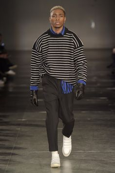 See all the looks from AMI Alexandre Mattiussi Men AW17 collection.