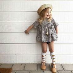 Outfit on point  @ourswanlife . . . . . . #acornkids #kidshats #hats #sunhats #kidssunhats #summmerhats #beachhats #summer #kidsfashion #kidsaccessories #accessories #girlsfashion #cutekids #outfitinspiration #sunsmart #springfashion #springdressing #bowlerhats #strawhats