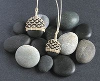 Beach Stone Necklaces made by Tim Whitten of Marlinespike Chandlery in Stonington, ME - NICE WORK! Plastic Jewelry, Resin Jewelry, Stone Jewelry, Jewelry Crafts, Jewelry Box, Jewellery, Textile Jewelry, Macrame Jewelry, Diy Necklace