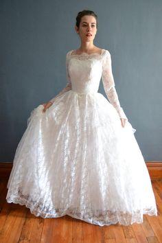 1950s wedding dress / vintage 50s wedding dress / Caressa   Love the skirt :)