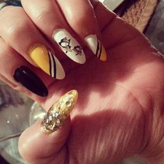 I would totally do this, but with shorter nails. Hockey Nails, Penguin Nail Art, Pittsburgh Penguins Logo, Pointy Nails, Nail Time, Fabulous Nails, Short Nails, Manicure And Pedicure, Hair And Nails