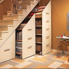 Under staircase storage... Se um dia eu tiver uma casa com escadas,,,