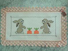 Bordado em tecido xadrez - Toalhinha de Páscoa