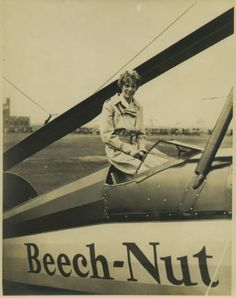 Amelia Earhart in cockpit of a Beech Nut autogyro (1931) Visit our Lammot du…