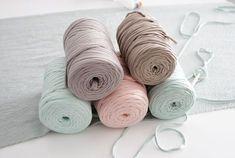 Crochet Flower Patterns, Crochet Flowers, Knitting Patterns, Crochet Crafts, Knit Crochet, Diy And Crafts, Arts And Crafts, Fabric Yarn, Crochet Fashion