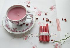 recycling for candles - look after old cups at fleemarket! Chandeliers, Cute Candles, Cup And Saucer Set, Craft Tutorials, Diy Crafts For Kids, Art Projects, Upcycle, Xmas, Handmade Gifts