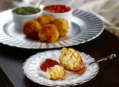 Crispy Macaroni and Cheese Ball Appetizers & other ideas for Holiday Kids' Party Food