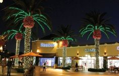 Commercial Christmas Decorations: 5 Benefits of Specialty Lighting - Dekra-Lite