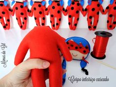 Felt Ladybug Ladybug in Felt - When it comes to characters in the children's world, there is no lack of themes. This is Ladybug character . Miraculous Ladybug Party, Felt Crafts Patterns, Felt Hair Clips, Felt Purse, Sewing Toys, Homemade Gifts, Sewing Projects, Dolls, Lady Bob