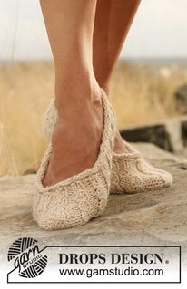 """Knitted DROPS slippers in simple cable pattern in """"Nepal"""". ~ DROPS Design"""