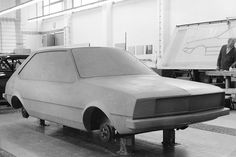 EA 329 - Früher Audi 50 / VW Polo-Entwurf mit lang auslaufender C-Säule, trapezförmigen Seitenscheiben sowie leicht gepfeiltem Bug mit erhabener Sicke in der Motorhaube.☺