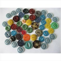 "small lot of vintage plastic buttons 5/8"" and smaller (ZZ)"