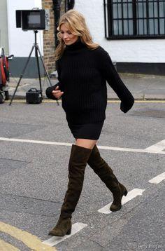 7c9ef842544847 Pull large, jupe crayon et cuissardes en daim : Kate Moss a (encore) tout  bon