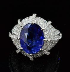 Ring. Sapphire and Diamonds.