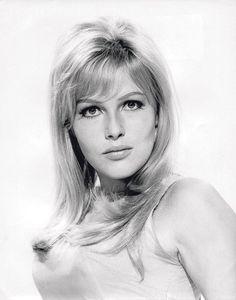 Olga Schoberováportrait  Olga Schoberová (aka Olinka Bérová): Czech-born beauty and Ursula Andress lookalike, in a few roles between 1964 and 1970.