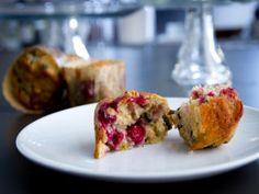 Muffins aux framboises, aux pistaches et au chocolat blanc