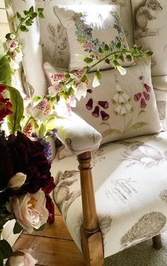 English Cottage Style, English Country Decor, Country Charm, Country Style, Romantic Homes, French Decor, Inspired Homes, Bed And Breakfast, Bed Pillows