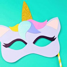 This free printable unicorn mask is both a template and a coloring page. Any unicorn lover will be ecstatic for this fun craft. Let's get started - click and get your free printable mask. Unicorn Party Invites, Unicorn Birthday Parties, Birthday Diy, Birthday Ideas, Dragon Birthday, Dragon Party, Diy For Kids, Crafts For Kids, Dragon Puppet