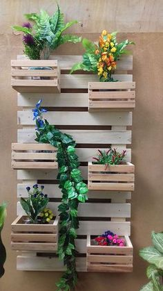 8 Excellent Pallet Garden Ideas For Your Backyard Diy Planter Box, Wooden Planters, Diy Planters, House Plants Decor, Plant Decor, Pallets Garden, Wood Pallets, Pallet Wood, Decoration Palette