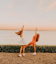 Cute Poses For Pictures, Cute Friend Pictures, Best Friend Pictures, Cute Photos, Bff Pics, Happy Pictures, Couple Pictures, Shotting Photo, Best Friend Photography