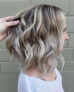 60 Shades of Grey: Silver and White Highlights for Eternal Youth Wavy Brown Blonde Lob With Whi. Grey Ash Blonde, Grey Brown Hair, Blonde Lob, Brown Blonde Hair, Golden Blonde, Platinum Blonde, White Ombre Hair, Grey Hair Dye, Ombre Hair Color