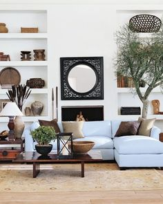 10 Dreamy ways to style a sectional sofa (Daily Dream Decor) My Living Room, Home And Living, Living Room Decor, Living Spaces, Interior Exterior, Home Interior Design, African Interior, Design Salon, Living Room Inspiration