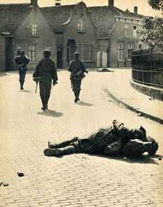 Waffen SS In Action In France: Pictures By War Reporter Friedrich Zschäckel Ww2 History, Military History, D Day Landings, Nazi Propaganda, German Soldiers Ww2, Ww2 Photos, War Film, Normandy France, Military Pictures