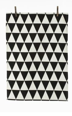 Theedoek Triangle Zwart Merk Ferm living  Materiaal/Kleur organic katoen, multi Afmeting 50x70 cm (lxh)  Prijs€ 10,50