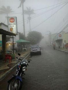 6 da manhã, chuva, amigos e Bezerra da Silva! — em Odilon Bar, Guaramiranga.