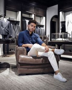 Stopped by the Ralph Lauren store in Beverly Hills to check out the denim collection just in time for Spring. You're definitely going to see me rock these all season long :) Check out my Story to experience a day at the flagship and shop my look. Business Casual Men, Men Casual, Ralph Lauren Store, Formal Men Outfit, Mens Fashion Wear, Photography Poses For Men, Stylish Mens Outfits, Classy Men, Mens Clothing Styles