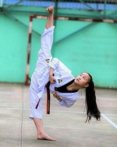 Taekwondo Female Martial Artists, Martial Arts Women, Fitness Workouts, Fighting Poses, Martial Arts Workout, Karate Girl, Female Fighter, Warrior Girl, Action Poses