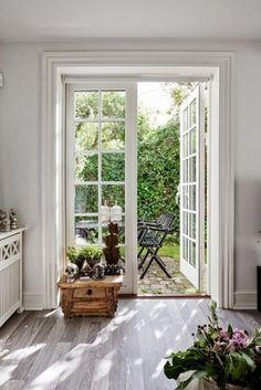 Admirable A Rustic Home With An Elegant Design Skandinavisch Modern, Modern Rustic Homes, Interior And Exterior, Interior Design, Space Interiors, Inside Design, Grey Flooring, Scandinavian Modern, Eclectic Decor