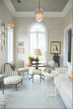 <3 this room & fabric! Fabric is almost identical to my curtains in my LR!