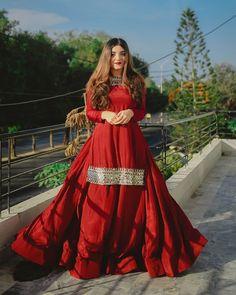Beautiful Pakistani Dresses, Pakistani Dresses Casual, Pakistani Dress Design, Pakistani Wedding Dresses, Fancy Dress Design, Stylish Dress Designs, Stylish Dresses For Girls, Stylish Dress Book, Designer Party Wear Dresses